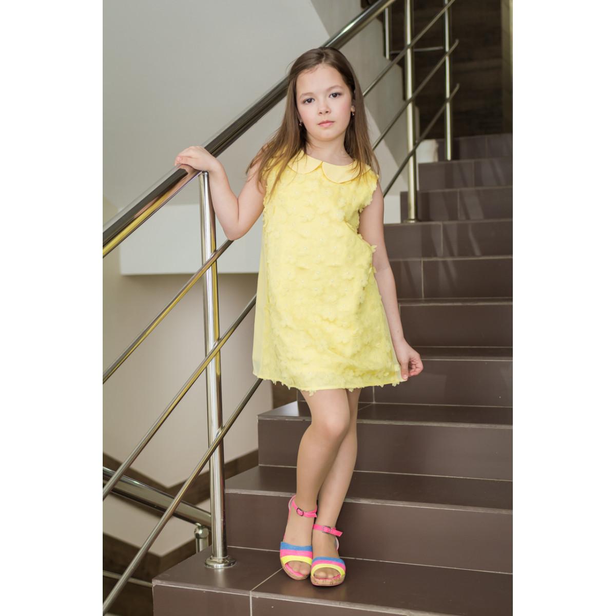 Платье жёлтое.
