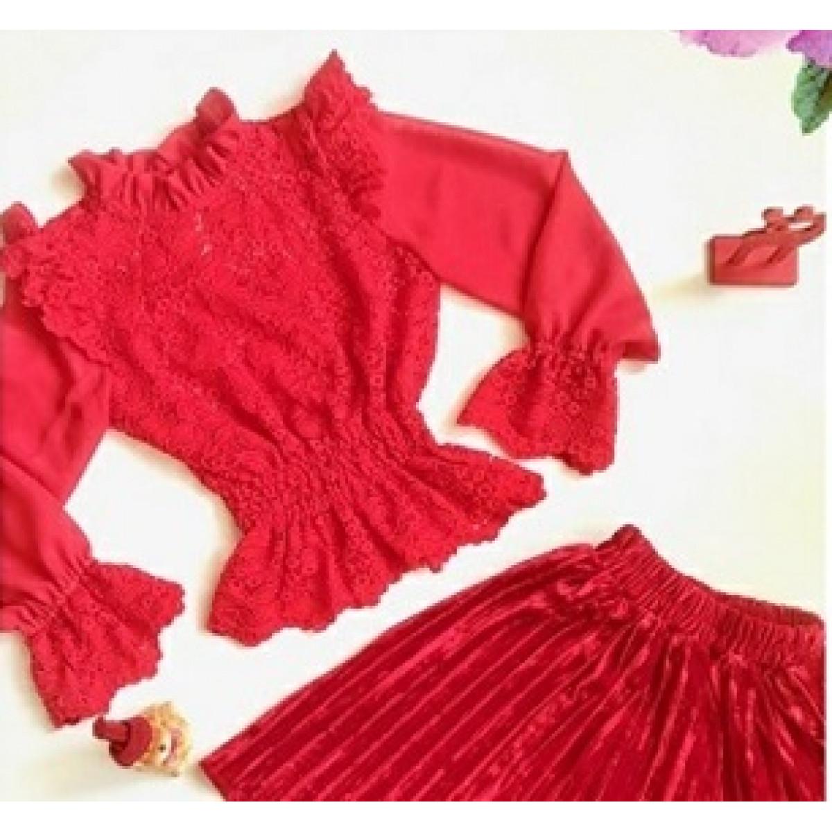 Блузка для девочки красный гипюр.